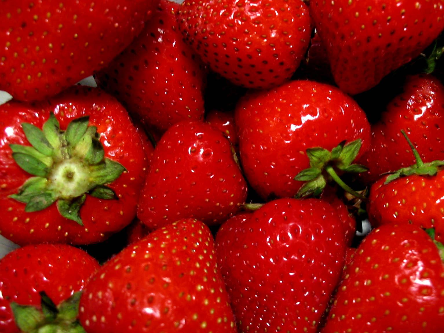 Il  rosso che cura :le proprieta'benefiche delle fragole